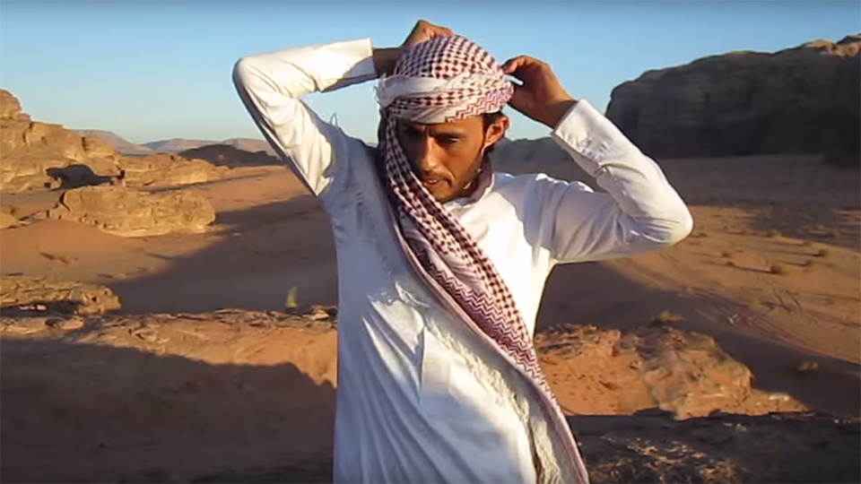 How to Tie a Headscarf or Hijab for the Desert via @maphappy