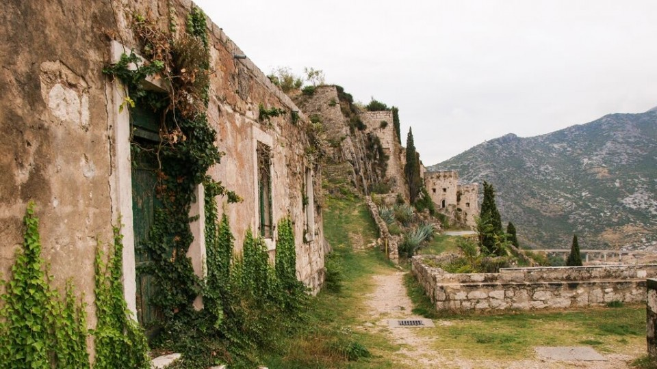 Klis Fortress. Sprinkle some dragons, and voila.