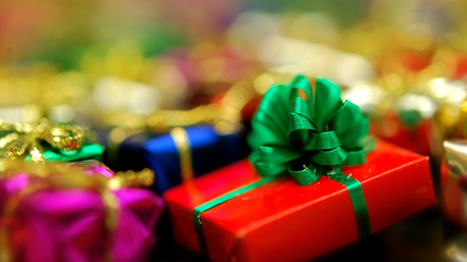 Reminder: Gift Wrap Presents Once You're Home via @maphappy