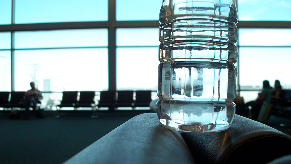 Take an Empty Water Bottle Through Airport Security via @maphappy