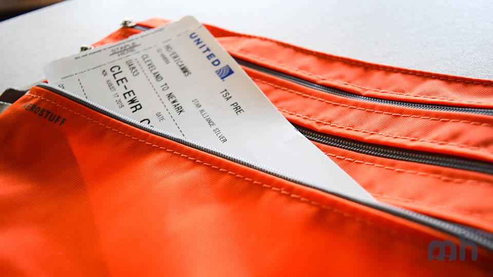 The F1 Seat Pak Makes Sure You Don't Leave it Behind in the Airline Seat Pocket via @maphappy
