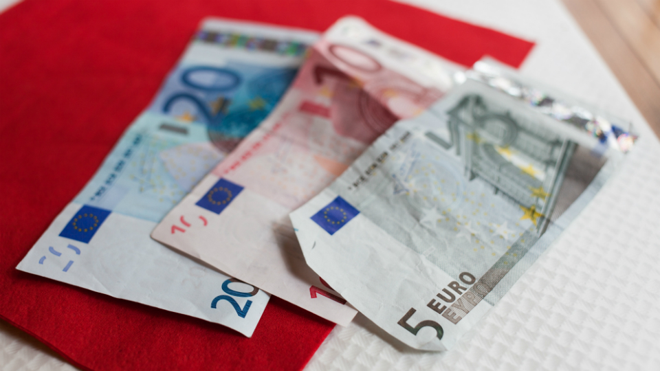 How To Get Money When You've Lost a Wallet Abroad via @maphappy