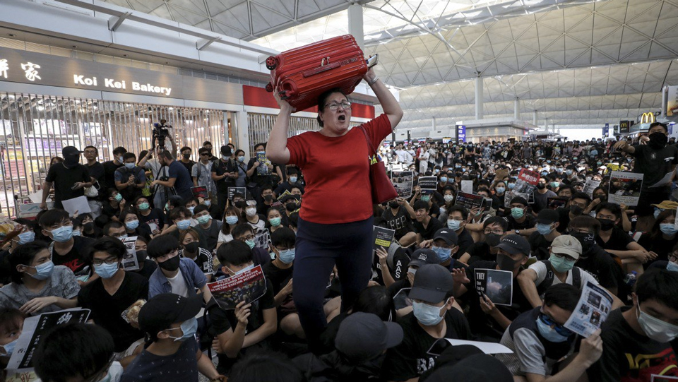 How To Get Out on a Flight During the Hong Kong Protests via @maphappy