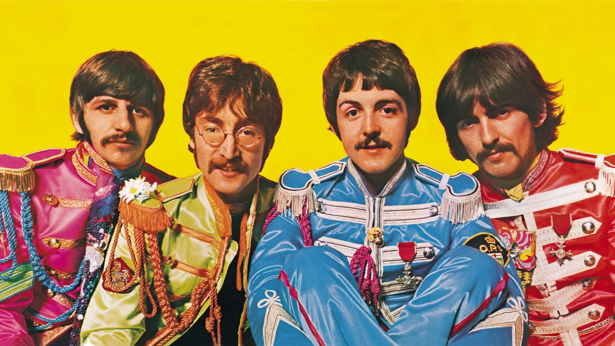 Beatles invadem shopping de Manaus com Yellow Submarine