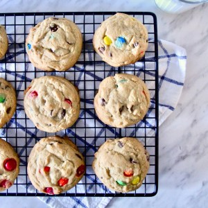 Soft and chewy M&M's cookies - the best soft M&M's cookies you'll ever want to eat! | mapleetchocolat.com