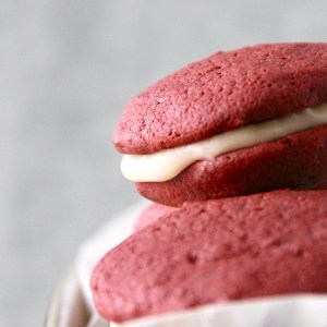 Red velvet Nutella whoopie pie - The best red velvet Nutella cookies paired with a cream cheese filling! | mapleetchocolat.com