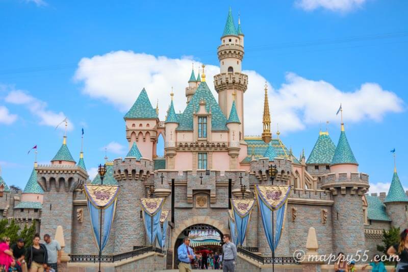 カリフォルニアのアナハイムディズニーにある眠れる森の美女の城