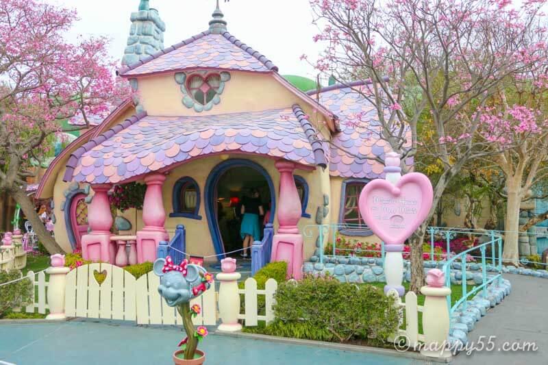 カリフォルニアのアナハイムディズニーにあるミニーの家