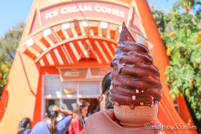 カリフォルニアアドベンチャーにあるコージーコーンのソフトクリーム