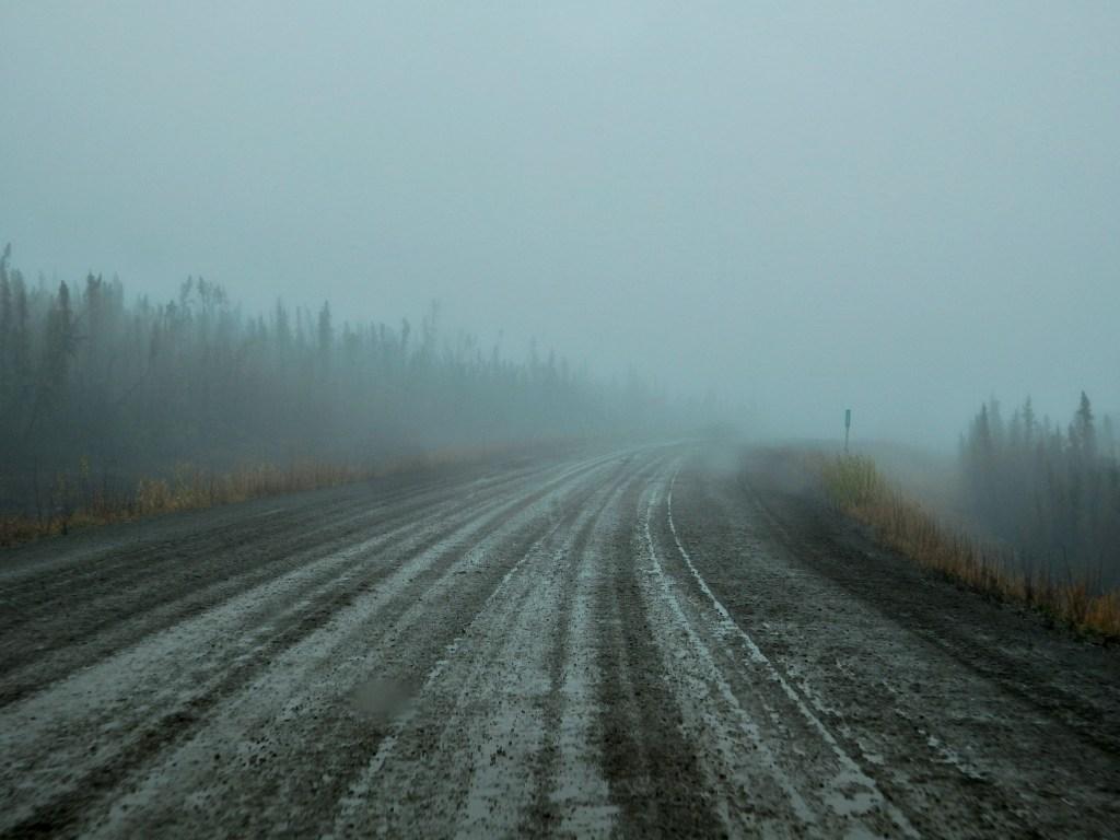 Dempster Highway Nebel Matsch