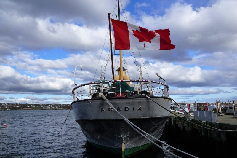 Discover the top 10 activities in Nova Scotia, Canada. Explore Peggy's Cove, sail through the Atlantic, and feast on fresh lobster!