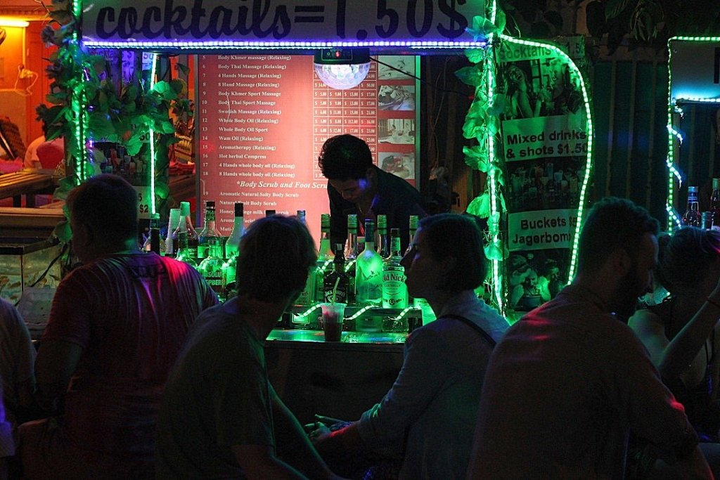 guide to visiting cambodia - cocktails in siem reap, cambodia