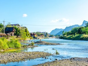 vang-vieng-nam-song-river-mountain-panorama