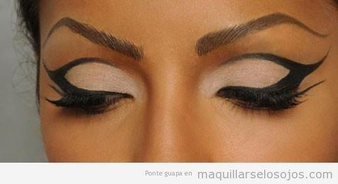 formas que puedes pintar en tus prpados con un eyeliner negro