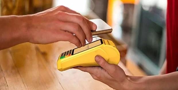 Máquinas de cartão com chip e aproximação (NFC)