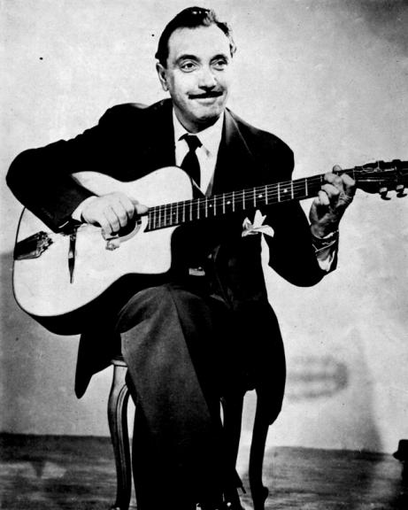 Django Reinhardt e seu violão Selmer Mccaferi