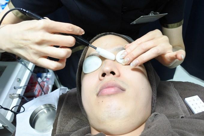 ゴリラ洗顔 イオン導入 ゴリラクリニック ゴリラ脱毛 新宿本院
