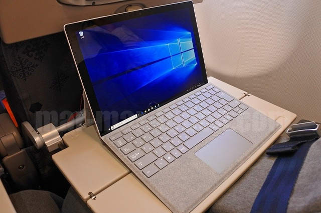 Surface Pro LTE Advanced飛行機機内