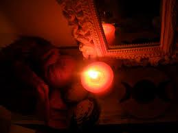 rituel vaudou Pour attirez L'argent avec la grande bougie vaudou-Grand Prête Vaudou.