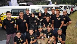 Peserta Mobile Technical Services (MTS) bergambar pada Majlis Perasmian Kolej Kemahiran Tinggi MARA (KKTM), di Kuantan, kelmarin.