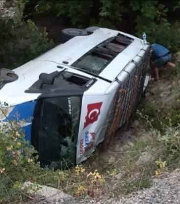 Yolcu minibüsü devrildi: 6 yaralı