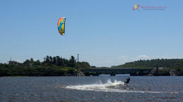 Prática de Kitesurfe na Lagoa do Siri