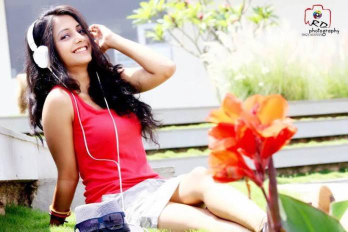 sayali-sanjeev-hot
