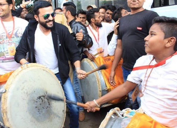 Ankush Chaudhari In Dhol Tasha Group For Ganpati Visarjan