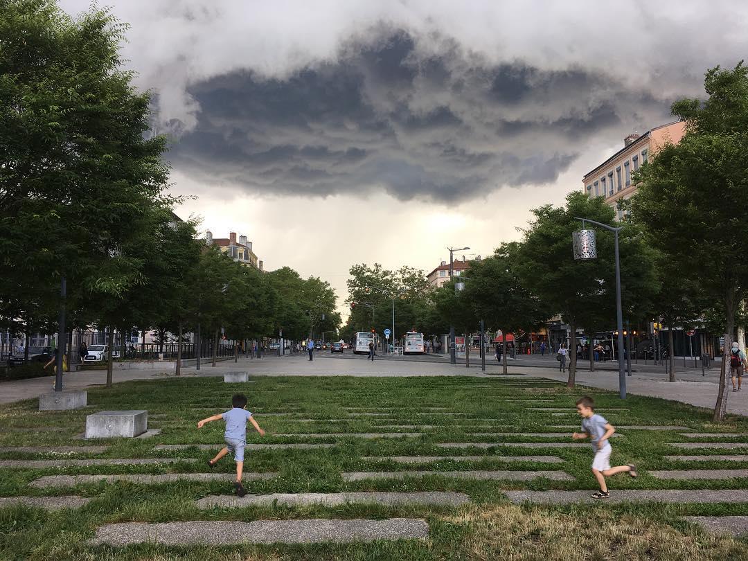 lyon clouds