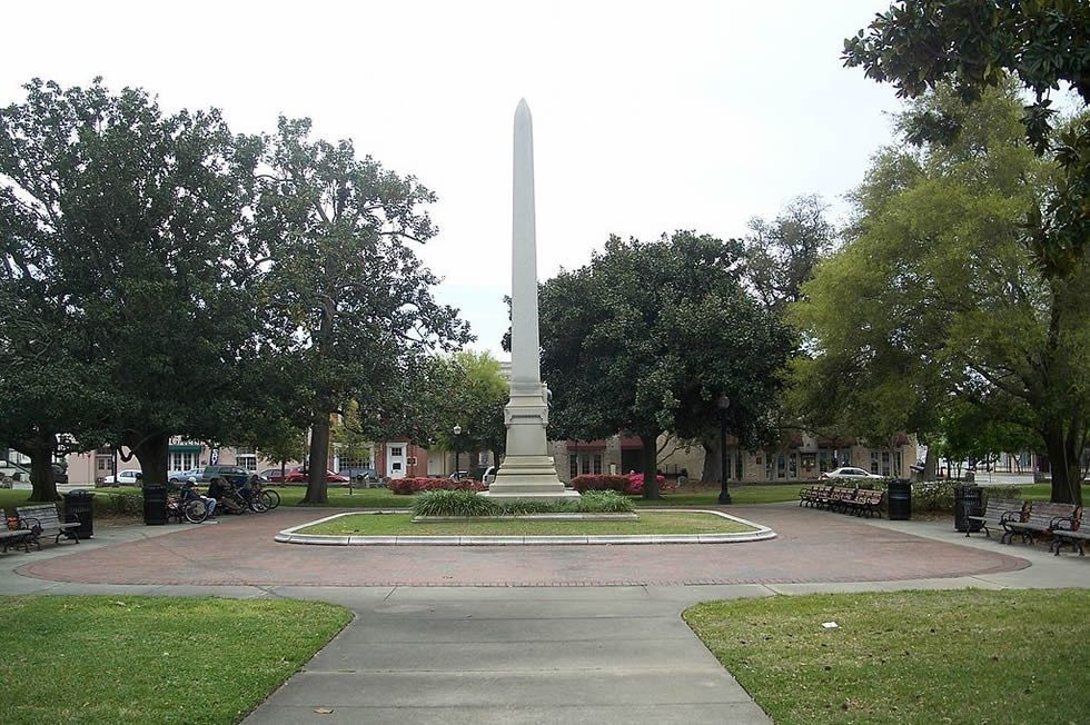 1024px-Pensacola_Plaza_Ferdinand01-a4c3146722