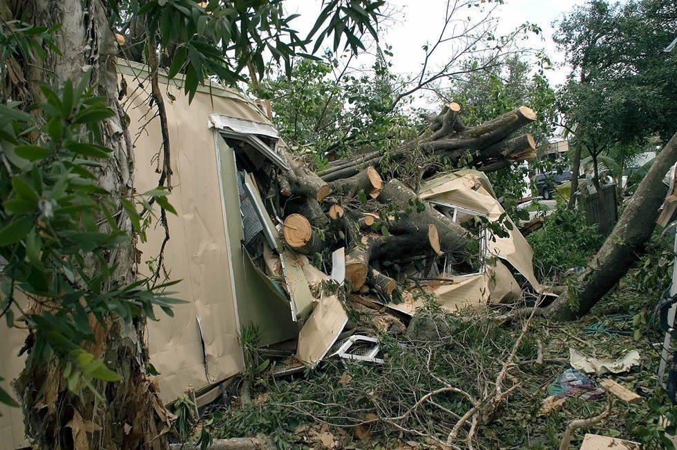 1280px-Hurricane_ katrina__damage_to_mobile_home_in_Davie_Florida-d1c7864e49