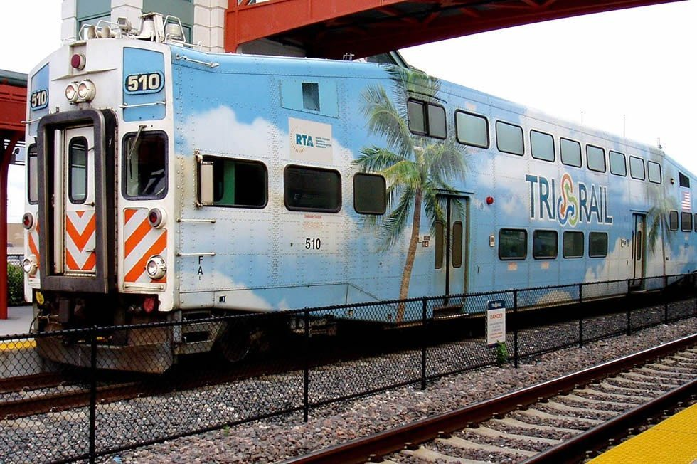 1280px-Tri-Rail_at_Delray_Beach_Station-2154d96086