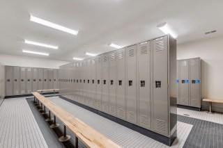 600 Poplar-Mens Locker Room