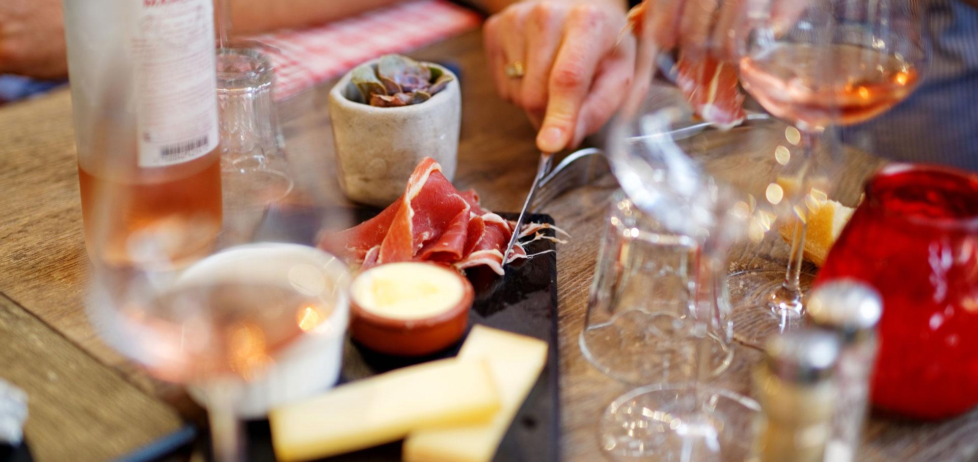 planche vin table