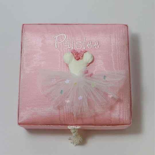 BJ6-TT-Baby-Pink-Moire-Style-151-White-Thread-Paislee