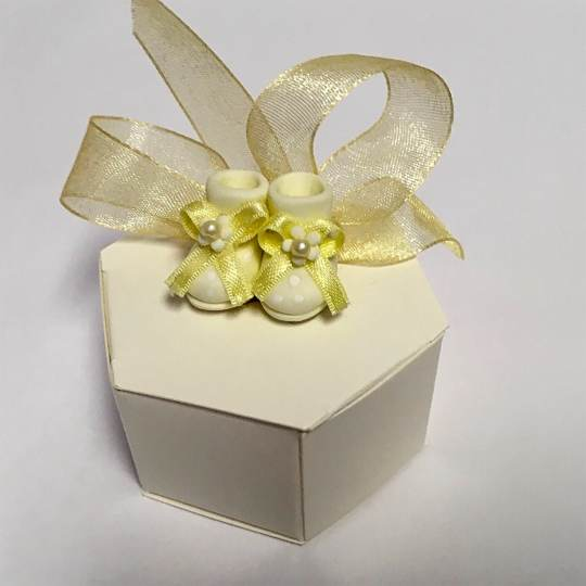 FBB-1-Cream-Favor-Box-with-Baby-Shoes