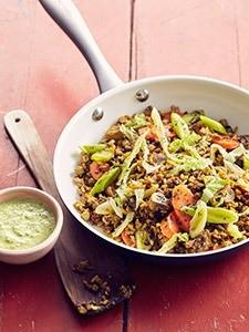 Pannetje-van-Vegi-Mix-met-rijst_-linzen-en-sesam-met-champignons_-wortels-en-groene-koolmg