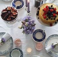 Kookmeisje presenteert: antiek op tafel