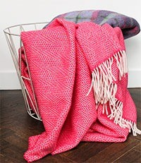plaids-met-visgraat-motief-van-cashmere-met-merino-wol-roze-rood-1-marcelineke
