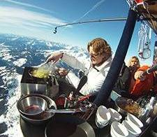 Het enige luchtballonrestaurant ter wereld is weer open!
