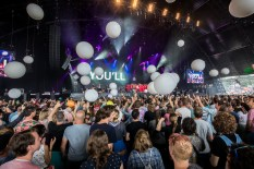 De Grote 25 Jaar A Campingflight To Lowlands Paradise Greatest Hits Sing-along