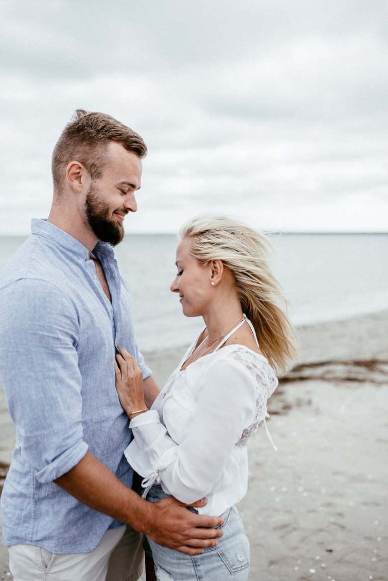 Hochzeitsfotograf Ostsee Ruegen Usedom Strand Paarshooting Engagement 010 A small Baltic Sea breeze - getting to know each other on the beach