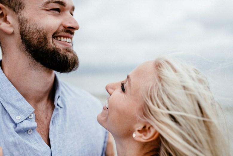 Hochzeitsfotograf Ostsee Ruegen Usedom Strand Paarshooting Engagement 028 Eine kleine Ostseebriese - Kennenlernshooting am Strand