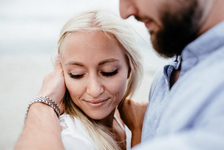 Hochzeitsfotograf Ostsee Ruegen Usedom Strand Paarshooting Engagement 032 Eine kleine Ostseebriese - Kennenlernshooting am Strand