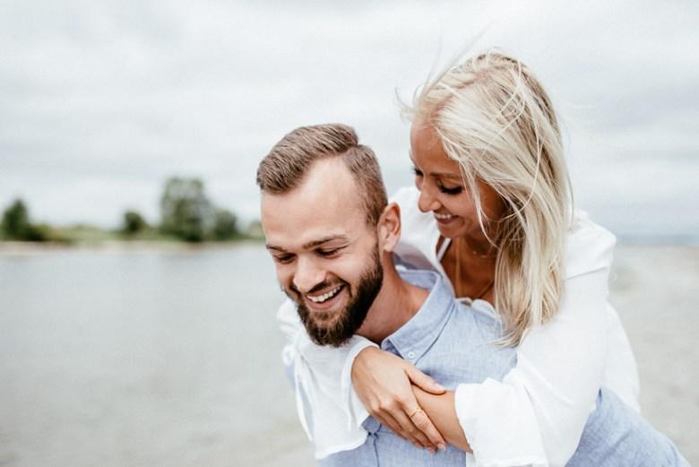 Hochzeitsfotograf Ostsee Ruegen Usedom Strand Paarshooting Engagement 044 Eine kleine Ostseebriese - Kennenlernshooting am Strand