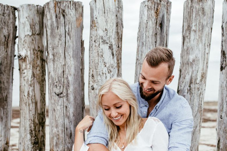 Hochzeitsfotograf Ostsee Ruegen Usedom Strand Paarshooting Engagement 082 A small Baltic Sea breeze - getting to know each other on the beach
