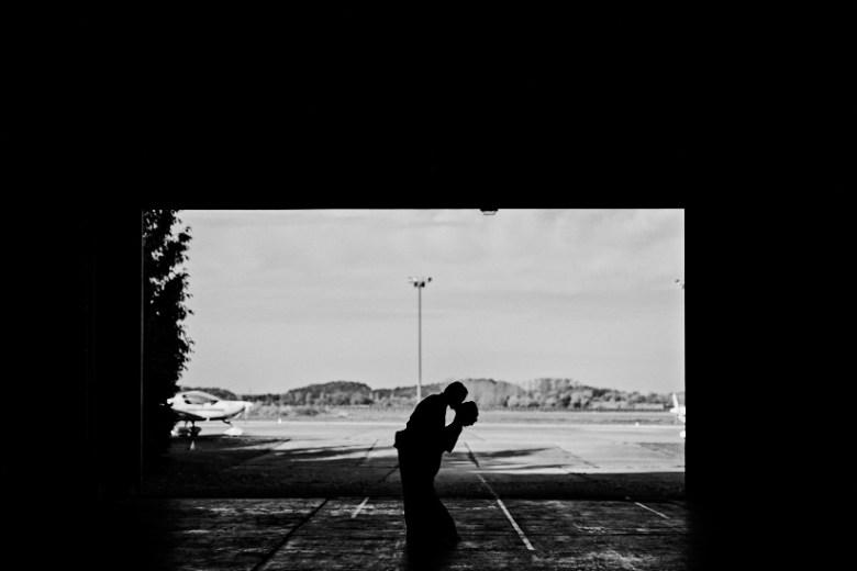 Marcel schroeder Hochzeit Fotograf Dresden Lausitz Flugplatz Bautzen 49 Verliebt über den Wolken Weingut, Weinberg, Verlobungsshooting, verlobt, verliebt, Reportagefotografie, Reportage, Paar, Liebe, Hochzeitsfotografie, Hochzeit, Fotoreportage, Fotografie, Fotograf, Engagement