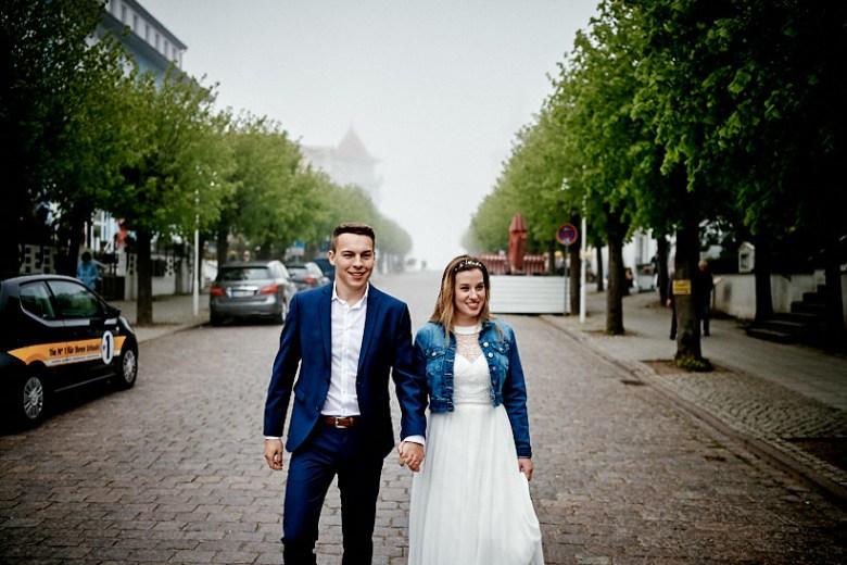 Hochzeitsfotograf Fotograf Ruegen Ostsee Sellin Binz Usedom Header 089 intime Hochzeit auf Rügen verliebt, Reportagefotografie, Reportage, Liebe, Langeoog, Hochzeitsfotografie, Hochzeit, gleichgeschlechtlich, Fotoreportage, Elopement