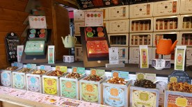 Les thés de Strato: Ce chalet vous donne la possibilité d'offrir des cadeaux gourmands, des coffrets de Noël et des mélanges exclusifs et raffinés associant le thé à d'autres ingrédients