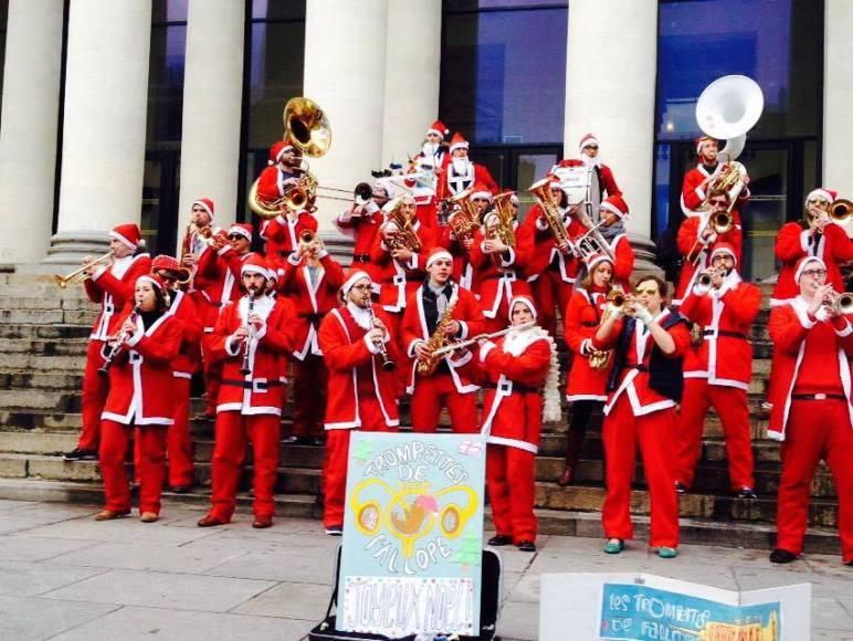 Fanfare pour animer le marché de Noël de Nantes